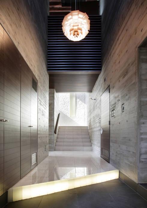 玄関ホール: Egawa Architectural Studioが手掛けた廊下 & 玄関です。