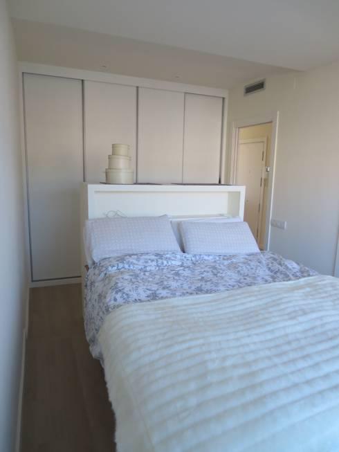 Camera da letto in stile  di ROIMO INTEGRAL GRUP