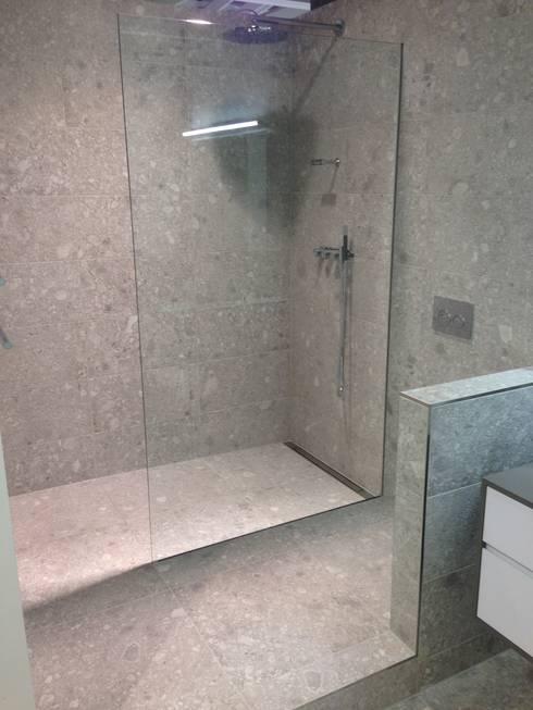 begehbare duschen von bauarena homify. Black Bedroom Furniture Sets. Home Design Ideas