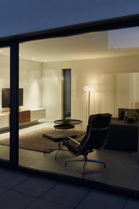 Wohnhaus_S:  Wohnzimmer von Fachwerk4 | Architekten BDA
