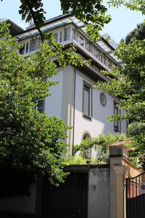 Attico all'Aventino: Case in stile in stile Classico di Blocco 8 Architettura
