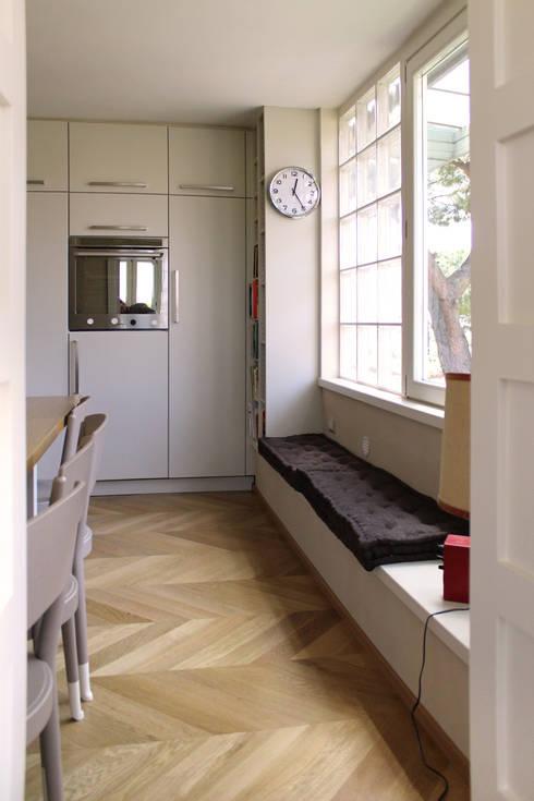 Attico all'Aventino: Cucina in stile in stile Classico di Blocco 8 Architettura