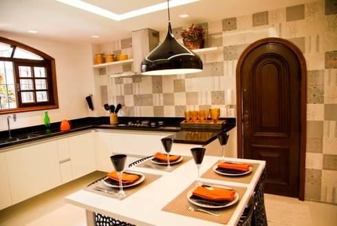 COZINHA PRETO E BRANCA: Cozinhas modernas por Marcia Debski Ferreira Designer de Interiores