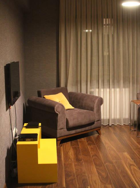 Gizem ONURMEN ARCHITECTS  – MAISON SE:  tarz Oturma Odası