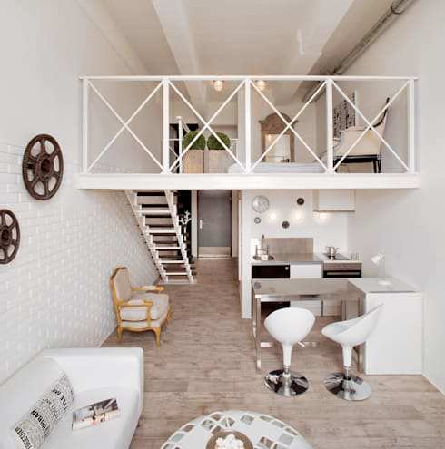 Biały loft: styl , w kategorii Korytarz, przedpokój zaprojektowany przez justyna smolec architektura & design