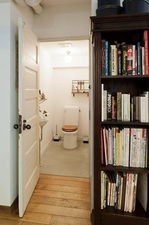ひっそりと佇むサロンとしての部屋~トイレ: 株式会社 TRUSTが手掛けたです。