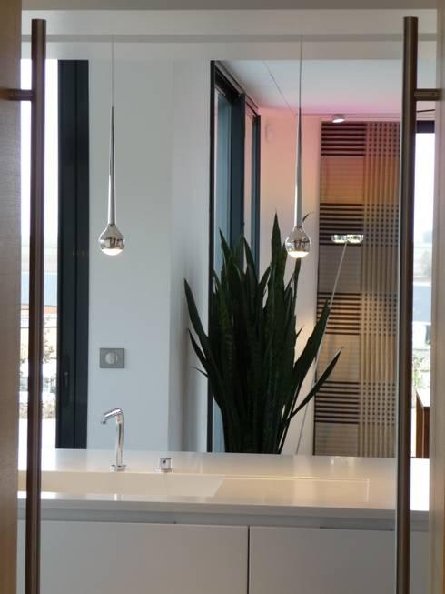 création d'une habitation contemporainre: Cuisine de style de style Minimaliste par Emilie Bigorne, architecte d'intérieur CFAI