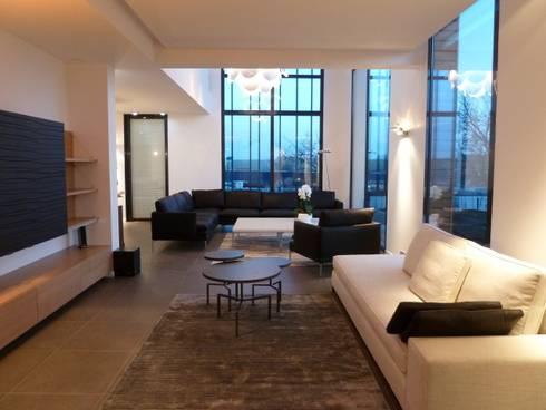les salons: Salon de style de style Minimaliste par Emilie Bigorne, architecte d'intérieur CFAI