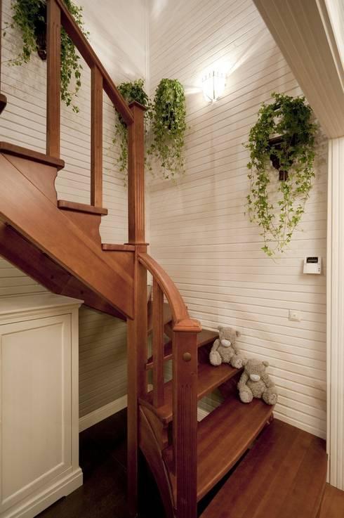 Corridor, hallway & stairs by Irina Tatarnikova