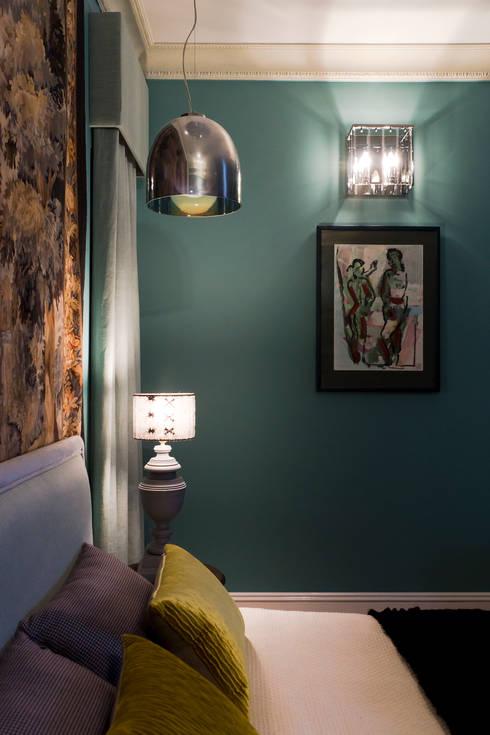 Dormitorios de estilo  de Irina Tatarnikova