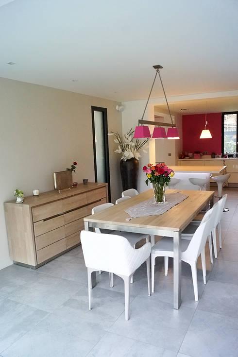 Maison de Ville Croissy sur Seine Yvelines: Salle à manger de style de style Moderne par B by Lulea