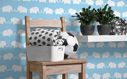 Tapete Elephants, for him (hellblau): moderne Kinderzimmer von Designstudio DecorPlay