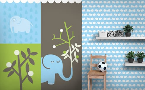 Fototapete & Tapete (hellblau) Elephants, for him: moderne Kinderzimmer von Designstudio DecorPlay