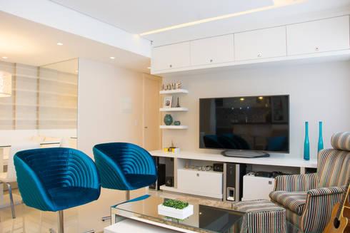 Apartamento Bento: Salas multimídia modernas por Camila Chalon Arquitetura