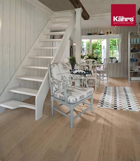Pasillos, vestíbulos y escaleras  de estilo  por Kährs Parkett Deutschland