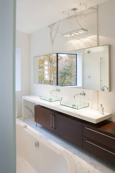 Projekty,  Łazienka zaprojektowane przez Robert Gurney Architect