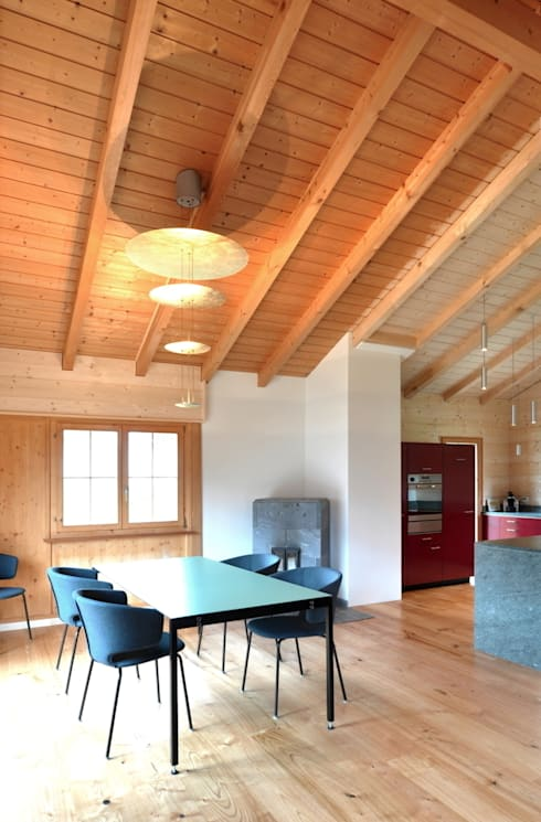 Ferienhaus nach Mass: klassische Esszimmer von Juho Nyberg Architektur GmbH