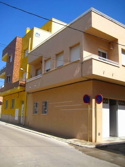 Casa Victor & MªJosé: Casas de estilo moderno de Mireia Cid