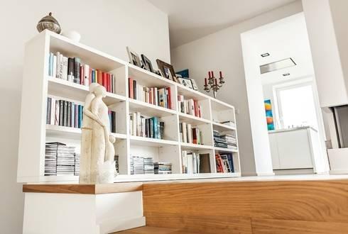 Offener Flurbereich im Wohn-Essbereich: moderner Flur, Diele & Treppenhaus von raumatmosphäre pantanella