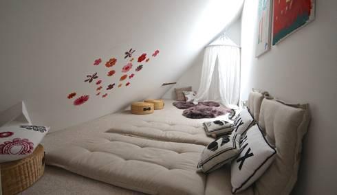 Kinder-Kuschel-Zone auf dem Spitzboden: ausgefallene Kinderzimmer von raumatmosphäre pantanella