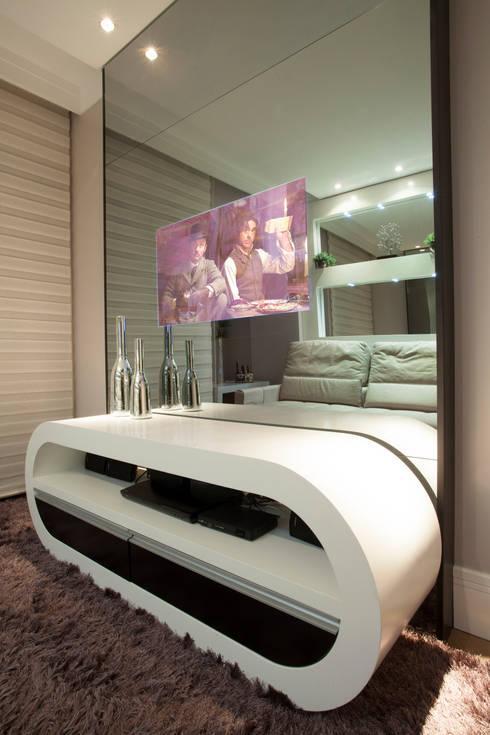 Apartamento Marrocos: Salas multimídia modernas por Designer de Interiores e Paisagista Iara Kílaris