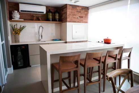 Detalhe Churrasqueira - J|K: Terraços  por Carolina Fagundes - Arquitetura e Interiores