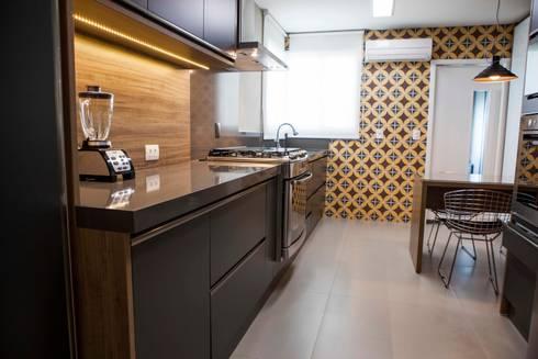 Cozinha - J|K: Cozinhas modernas por Carolina Fagundes - Arquitetura e Interiores