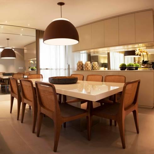 Sala de Jantar - J|K: Salas de jantar clássicas por Carolina Fagundes - Arquitetura e Interiores