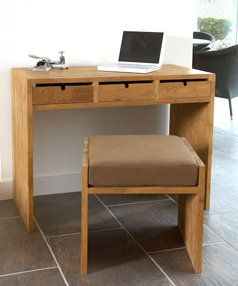 Desk or Dressing Table:  Office spaces & stores  by Dupere Interior Design