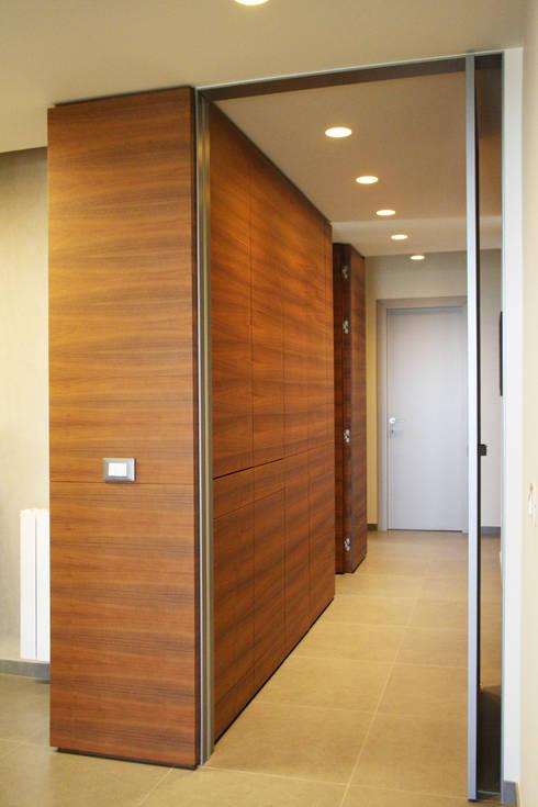 Couloir et hall d'entrée de style  par giovanni gugliotta architetto