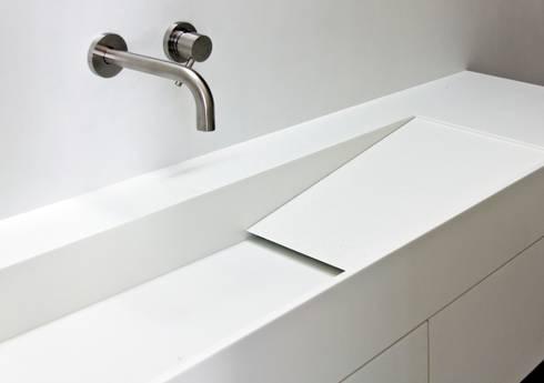 Casa Mikado: Baños de estilo minimalista de Ascoz Arquitectura