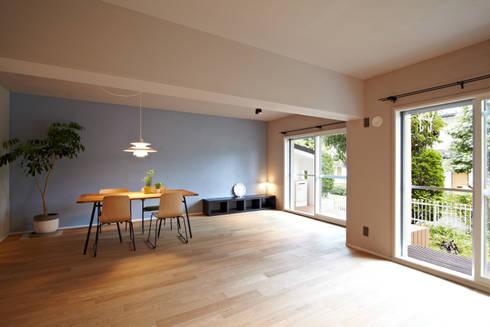 リビングダイニング02: 山田伸彦建築設計事務所が手掛けたリビングです。