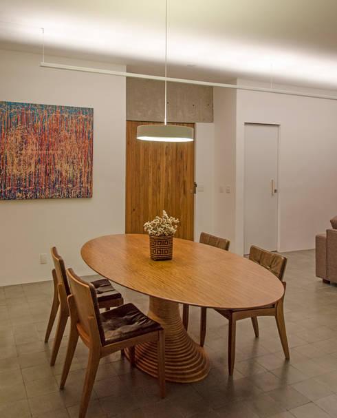 Apartamento em Perdizes: Salas de jantar modernas por Vereda Arquitetos