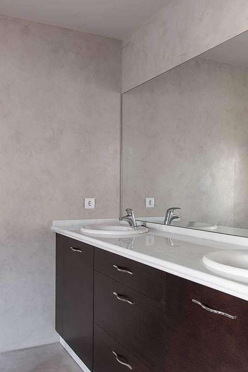Banheiros modernos por Ardes Arquitectos