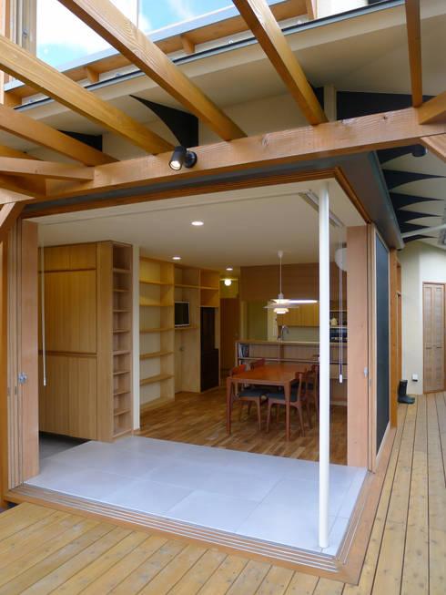 ห้องนั่งเล่น by 風建築工房