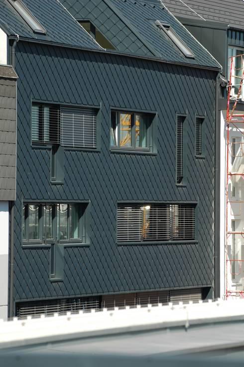 aluminium facade: moderne Häuser von Architect DI Johannes Roithner