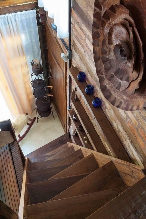 Pasillos y vestíbulos de estilo  por Ferraro Habitat