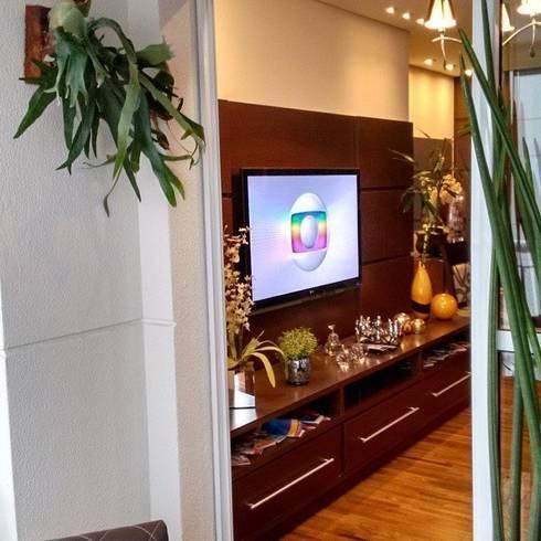 Uma extensão da sala de estar: Varanda, alpendre e terraço  por Amaria Gonçalves - Design Paisagismo