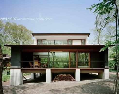 外観~015軽井沢Tさんの家: atelier137 ARCHITECTURAL DESIGN OFFICEが手掛けた家です。