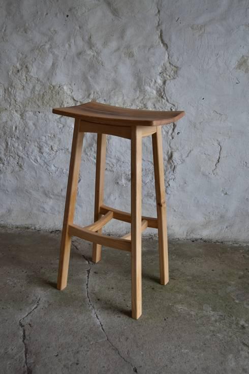 'Blend' Whisky barrel stool: modern Kitchen by Clachan Wood