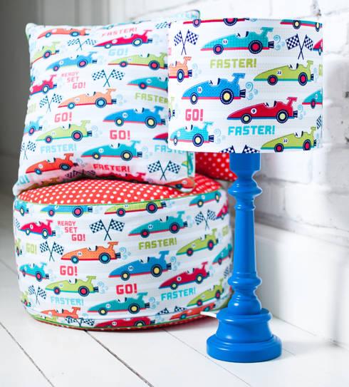 Dla chłopców: styl , w kategorii Pokój dziecięcy zaprojektowany przez LAMPS&COMPANY