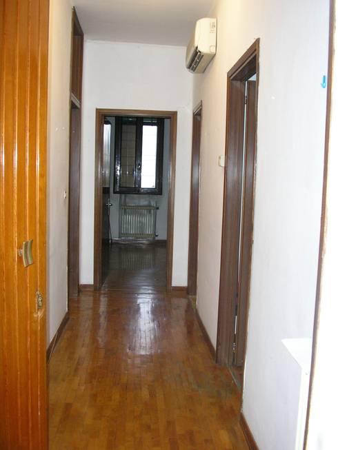 corridoio d'ingresso:  in stile  di Barbara D'Agaro architetto