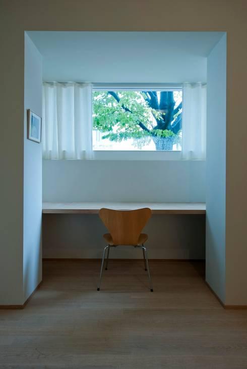 House with a Tree:  Arbeitszimmer von Sauter von Moos