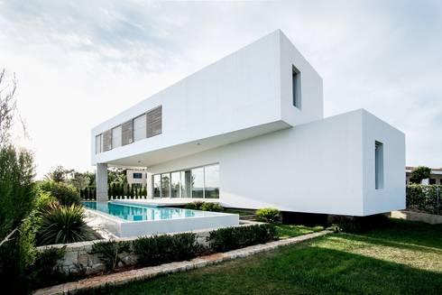 Casa Mikado: Jardines de estilo minimalista de Ascoz Arquitectura