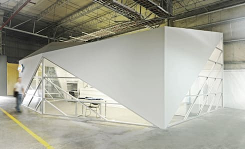 Dickies Showroom: Exterior : Oficinas y tiendas de estilo  por TAAV Arquitectos