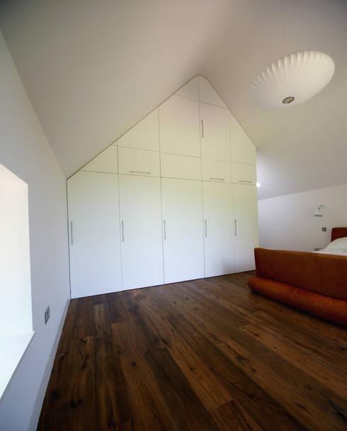 Dormitorios de estilo moderno por Hall + Bednarczyk Architects