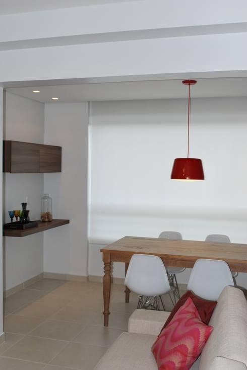 Apartamento .AC: Salas de jantar modernas por Amis Arquitetura & Design