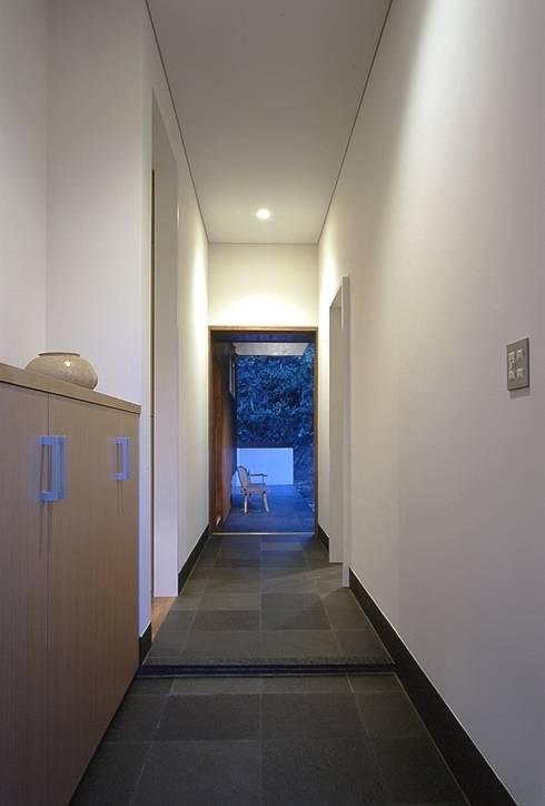 下田の家: TAMAI ATELIERが手掛けた壁です。
