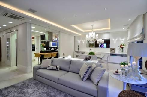Elegante casa em condomínio: Salas de estar modernas por Tania Bertolucci  de Souza  |  Arquitetos Associados