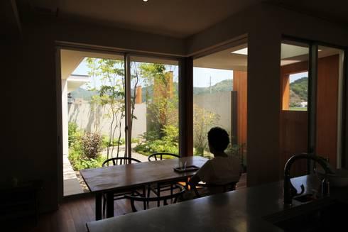 山県の庭: LIVING DESIGNが手掛けた庭です。